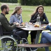 Kørestolvenligt bord-/bænkesæt