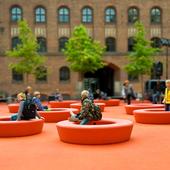 Orange Loop møbler